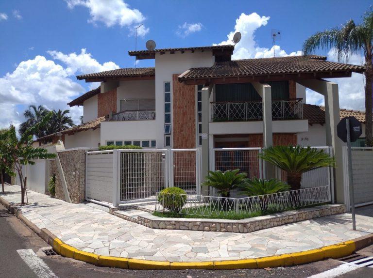 Vende-se Casa – Centro
